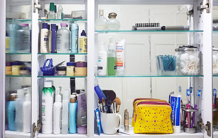 organized & clean medicine cabinet