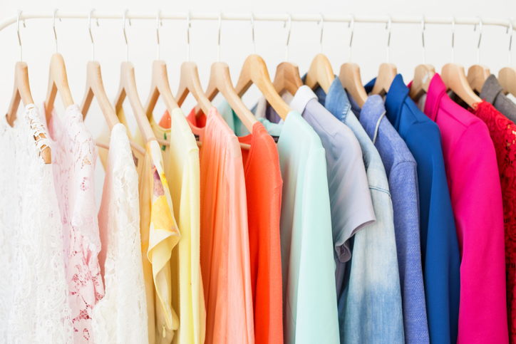 3 Benefits Of Organizing Your Closet By Color